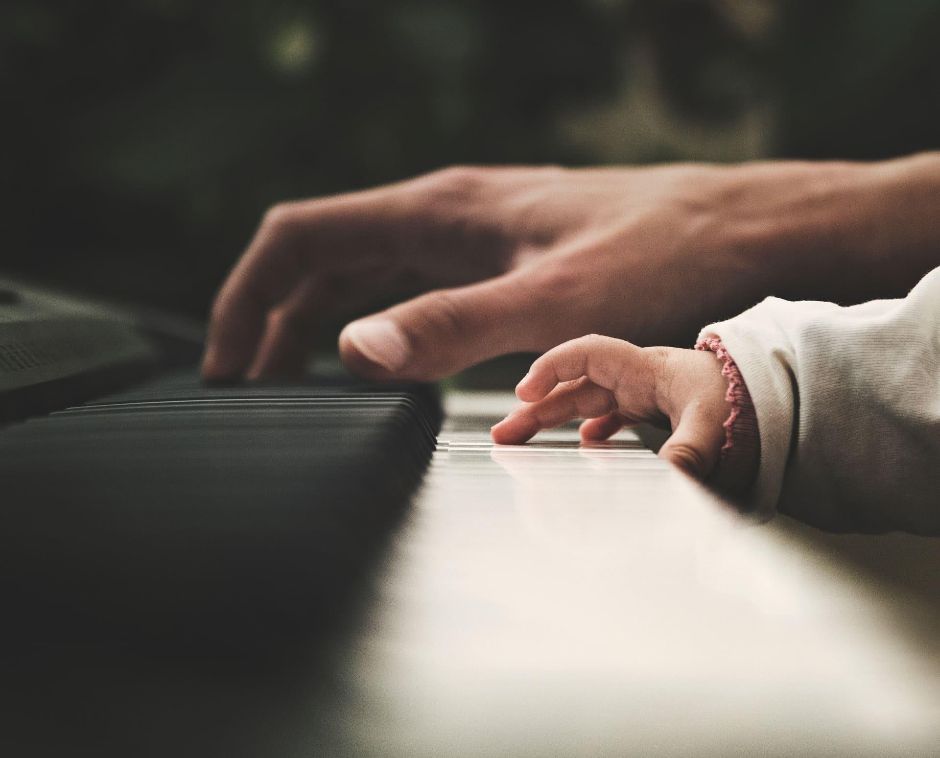 Enseñar música a mi bebé