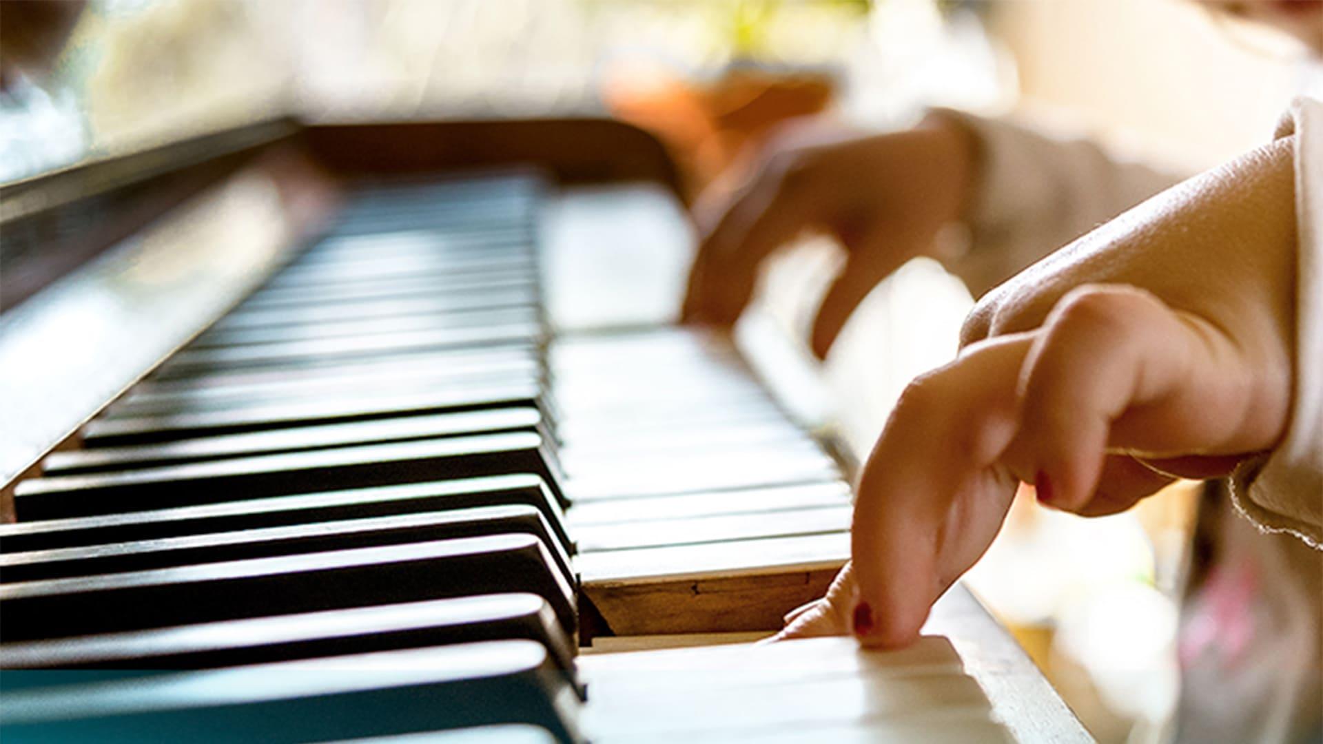 estimulación musical y piano en casa